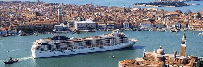 Grandi navi a Venezia, l'assedio continua