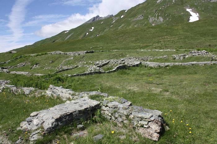 I resti della mansio romana al Colle del Piccolo San Bernardo