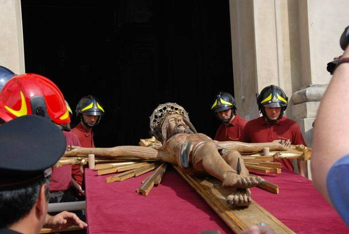 Il recupero del Crocifisso ligneo