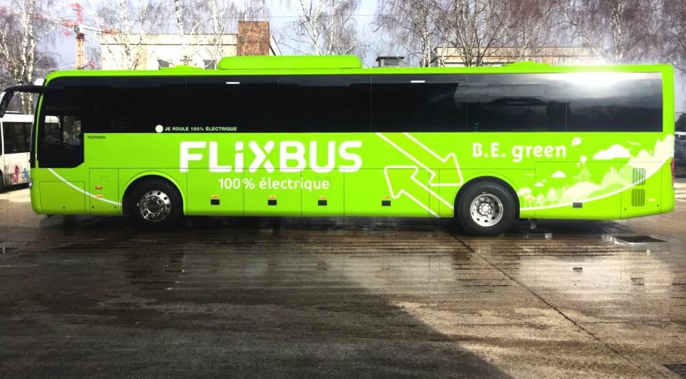 Il nuovo bus elettrico Yutong coi colori di FlixBus, in un'immagine