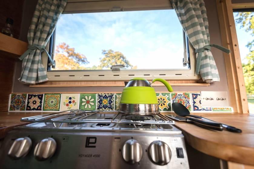 I camper pi eccentrici del mondo da noleggiare in gran for Cucina middle mondo convenienza