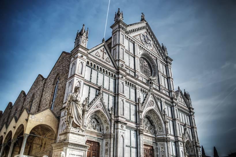 Cattedrale di Santa Croce e statua di Dante Alighieri a Firenze