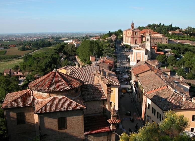 Longiano - Veduta del borgo - Foto di Della Pasqua