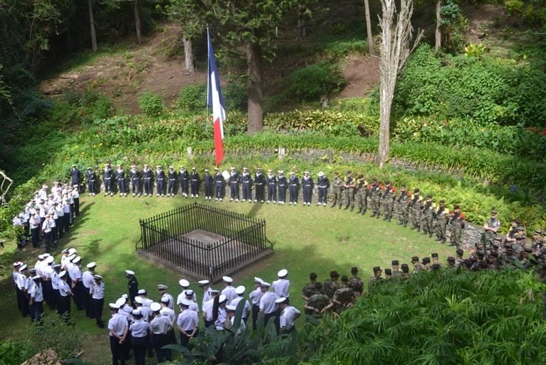 military-gathered-at-the-tomb-1.jpg?itok