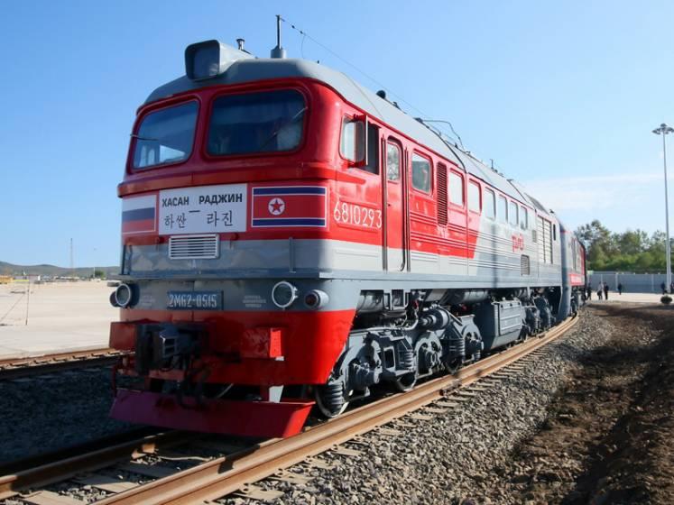 Il locomotore del treno che unisce la Corea del Nord con Mosc