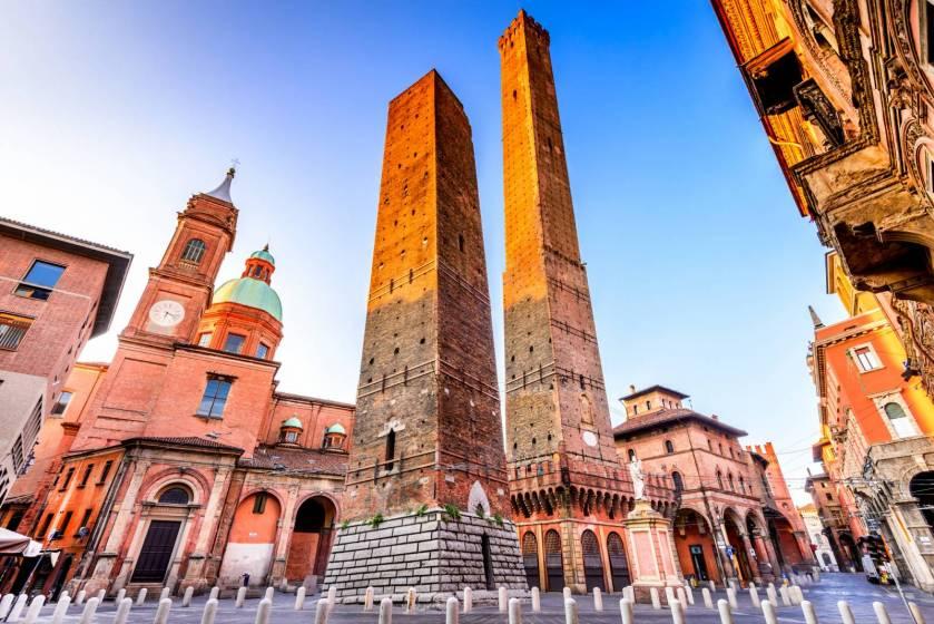 Le più belle immagini di Bologna, la città che amiamo al volo: Bologna, Le due torri | Touring Club