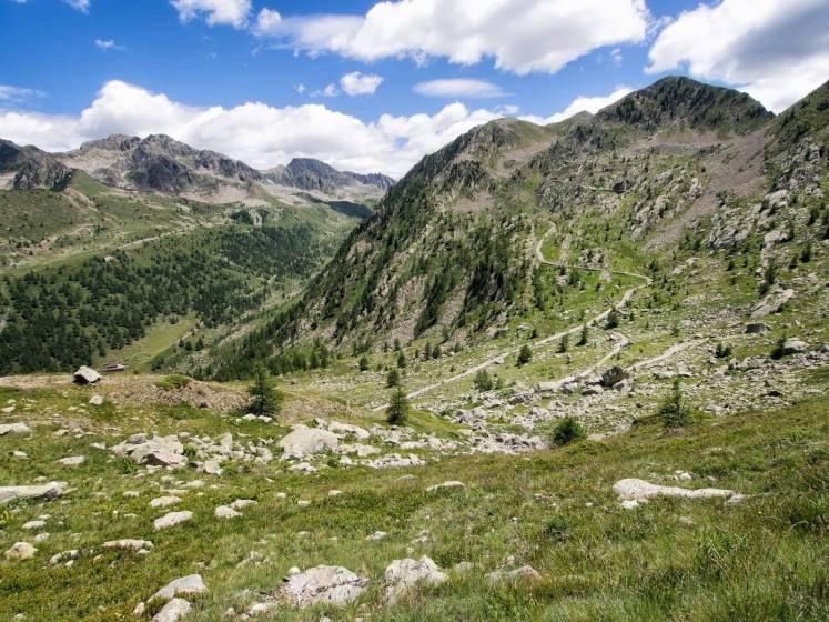 Paesaggi montagne paesaggio di montagna neve foresta for Cabine della foresta lacustre