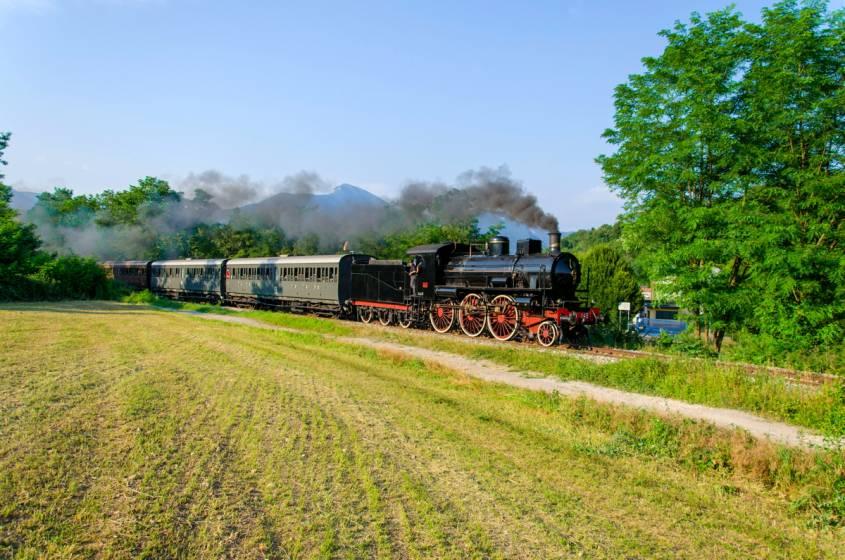 Sale Blu Ferrovie : Verso il lago maggiore in vaporiera