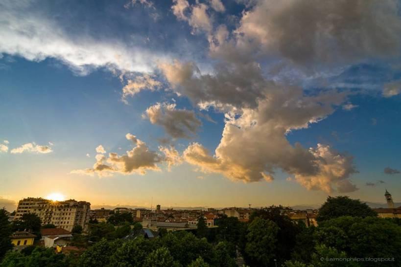 Nuovle al tramonto sopra Saronno