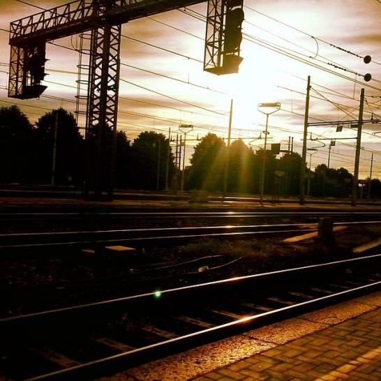 Stazione ferroviaria all'alba!