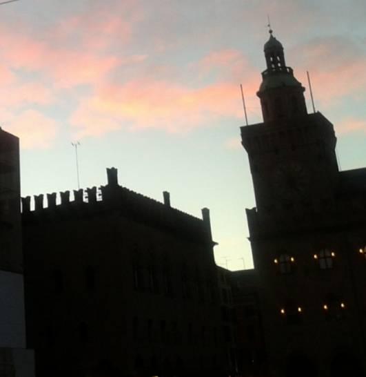 Rosso di sera a Bologna