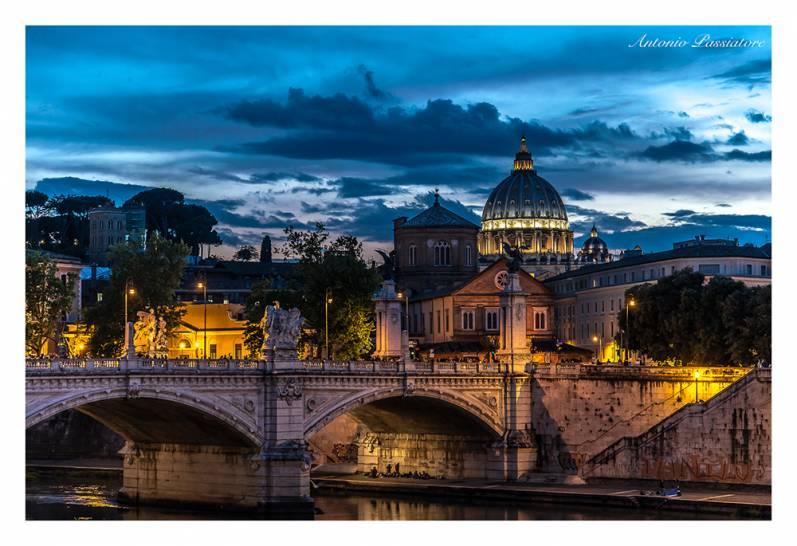 L'ora Blu sulla Città Eterna