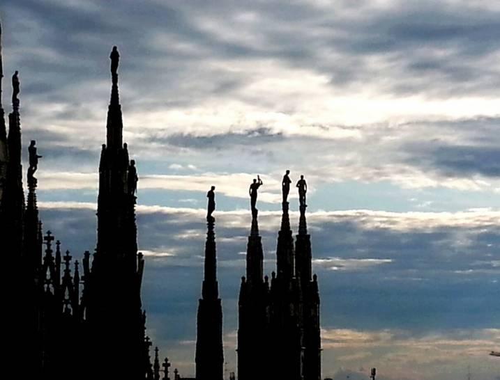 Bilanciare i cieli di Milano