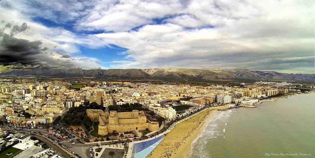 Manfredonia tra cielo, mare e terra.