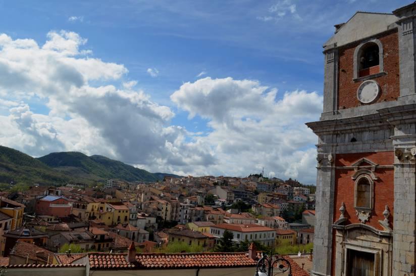 Panorama di Moliterno (PZ) con il campanile della Chiesa Madre dell'Assunta.