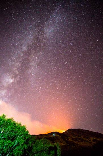 Via Lattea sopra l'Etna in Eruzione
