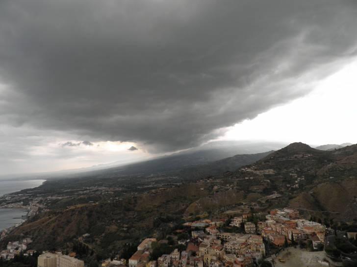 Arriva la tempesta sull'etna