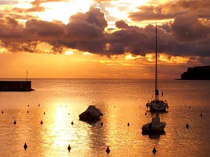 Porto Azzurro all'alba
