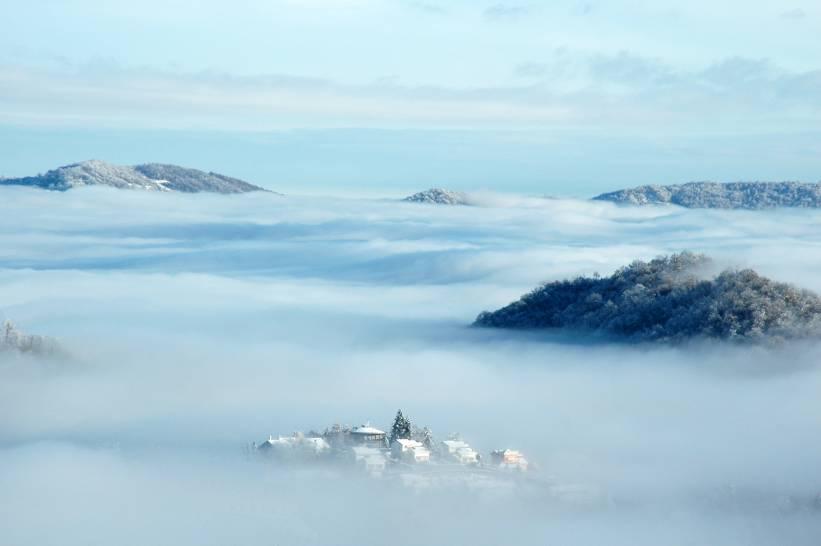 Cielo e Colline del Monferrato da Torino dopo una nevicata