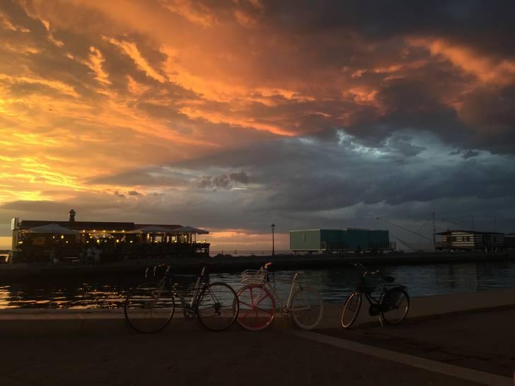 Bici al tramonto