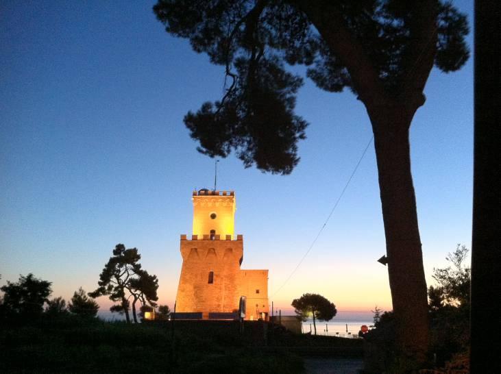 L'alba e la Torre Cerrano