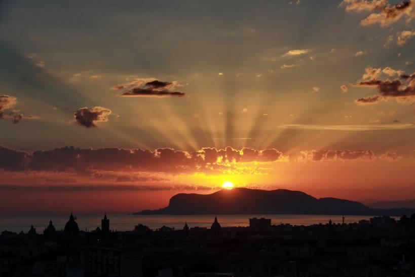 Alba sul cielo di Palermo
