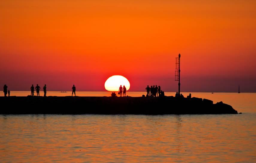 Il sole inghiottito dal mare di Mola
