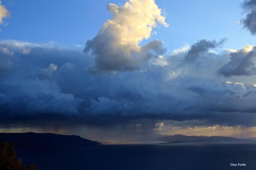 Le nubi minacciano Lo Stretto di Messina