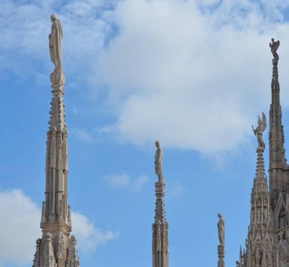 tra le guglie del Duomo di Milano..