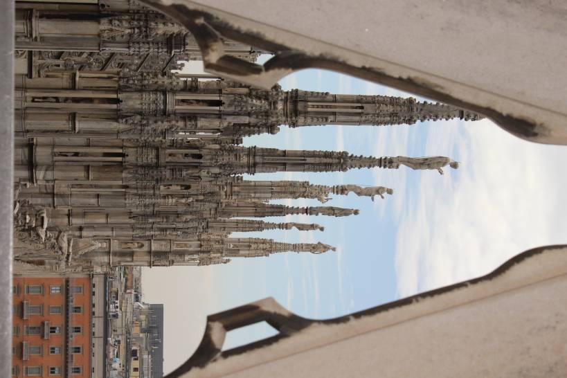 Prospettive gotiche nel cielo di Milano