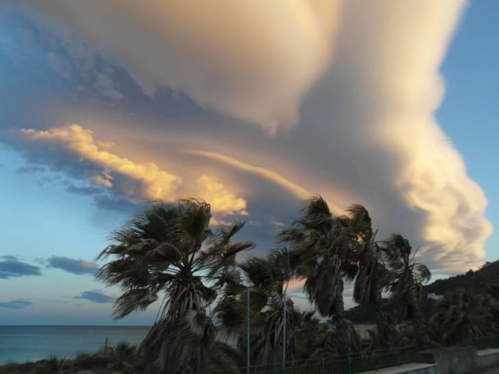 il cielo sopra sul lungomare Ulisse di Squillace Lido(CZ)