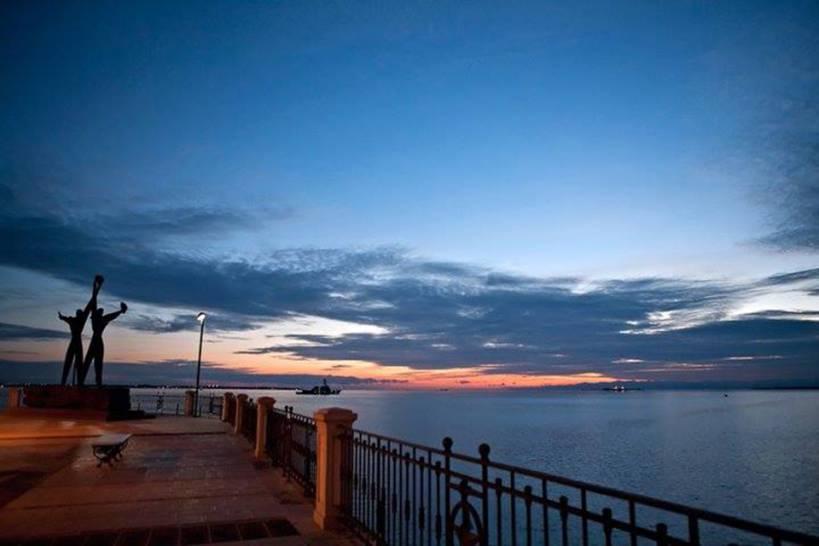 Taranto - monumento ai marinai - tramonto