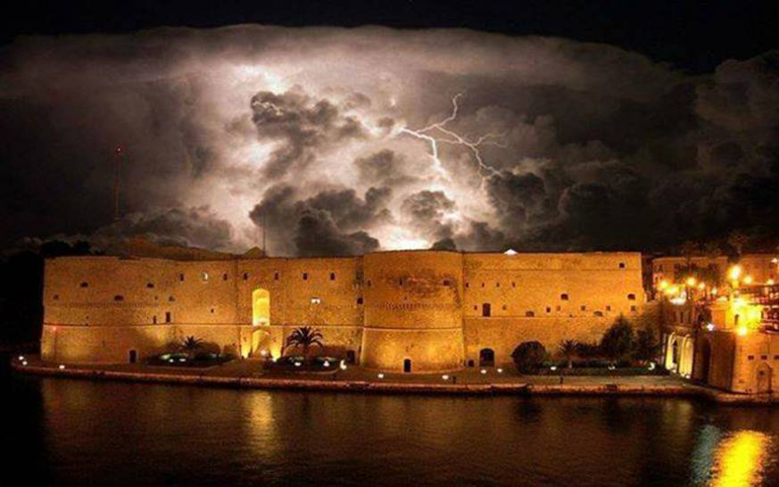 Taranto- temporale sul Castello Aragonese