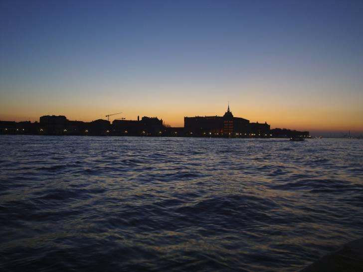Venezia al tramonto in autunno