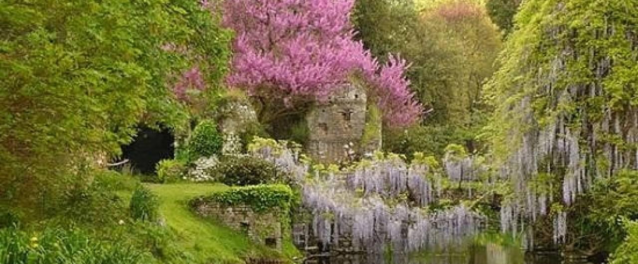 Il Giardino Di Ninfa E Il Castello Di Sermoneta Lt