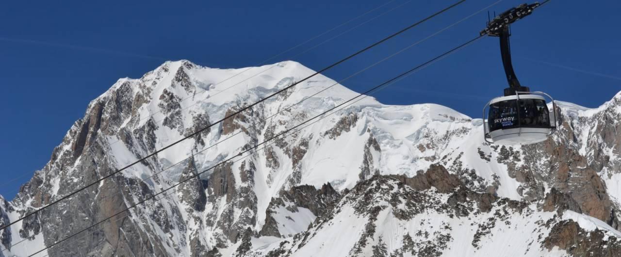 Dieci borghi delle Alpi all'ombra dei Quattromila | Touring Club