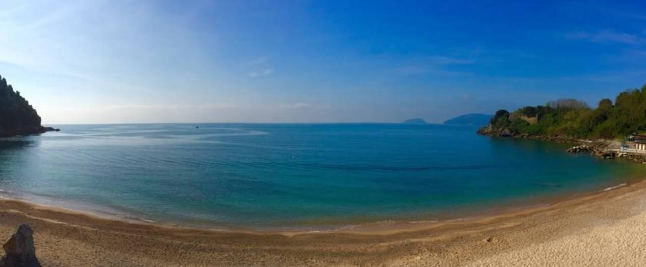 Dieci spiagge libere dove andare al mare in Liguria