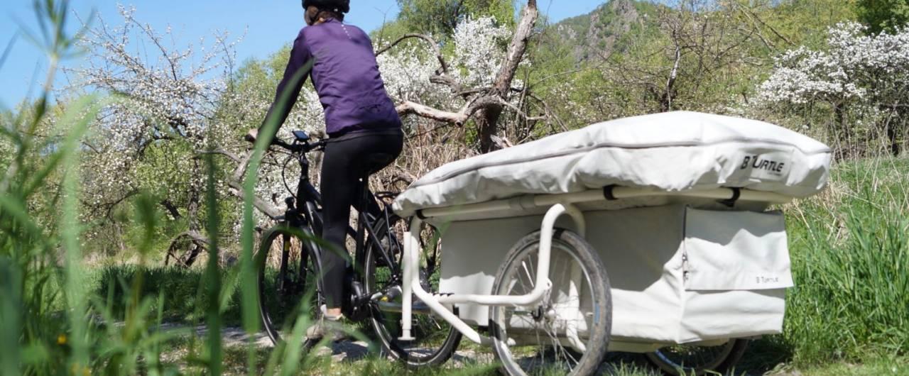 L'originale roulotte da trainare con la bicicletta