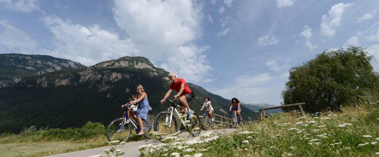 Cinque piste ciclabili da fare in estate in Italia