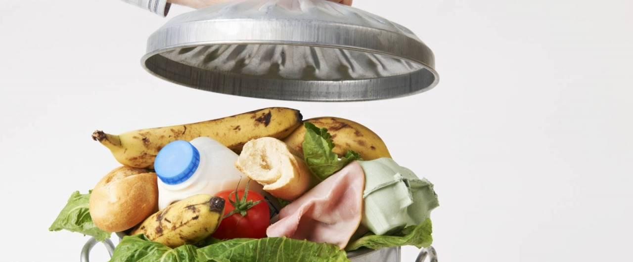 Lotta allo spreco in cucina: dieci consigli utili (anche in vacanza)