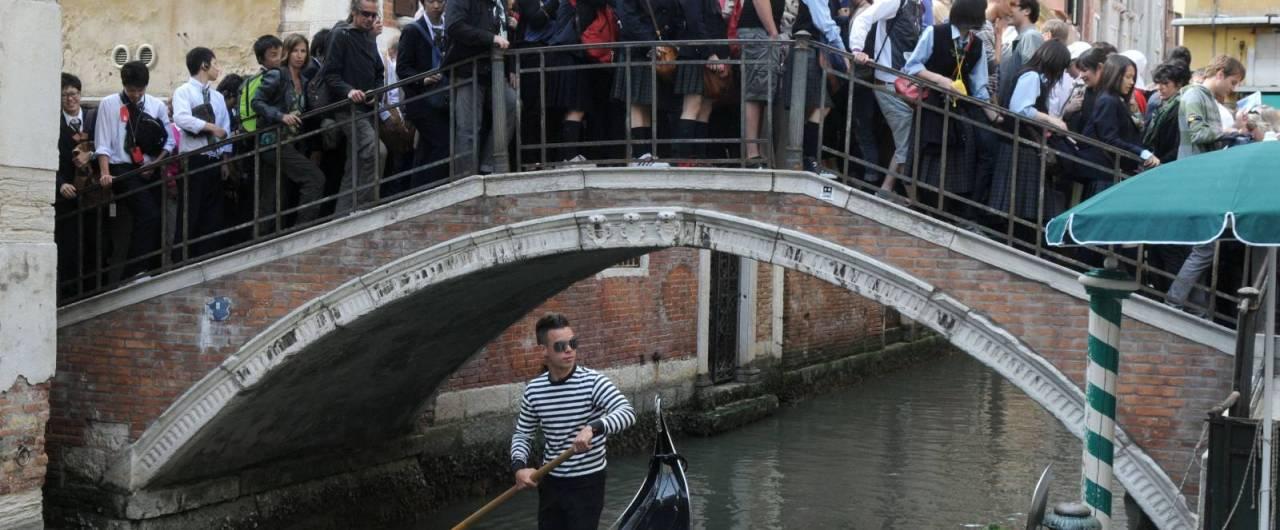 La Giunta comunale di Venezia introduce una tassa d\'accesso ...