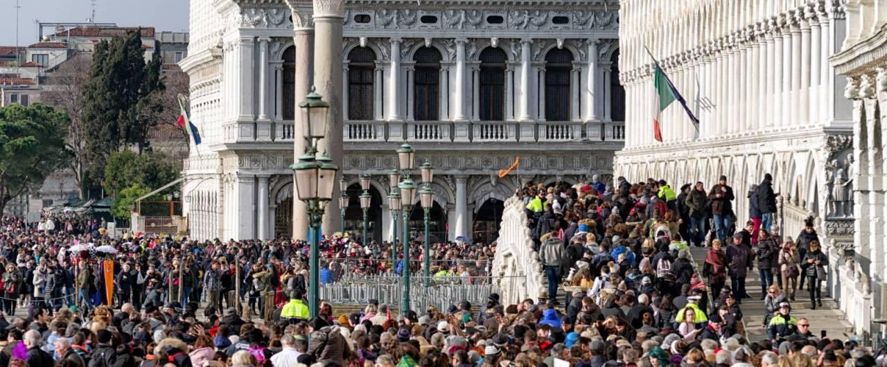 Il Touring Club Italiano e la tassa di sbarco a Venezia: l'ennesima occasione persa