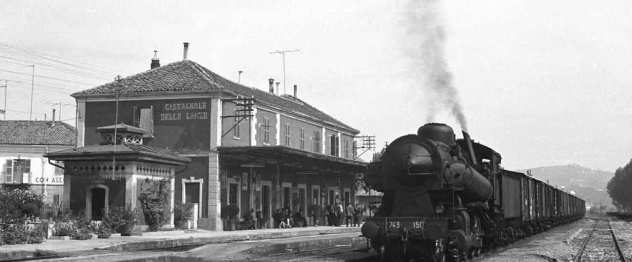 Treni storici, due convogli d'epoca hanno riaperto una linea del Monferrato