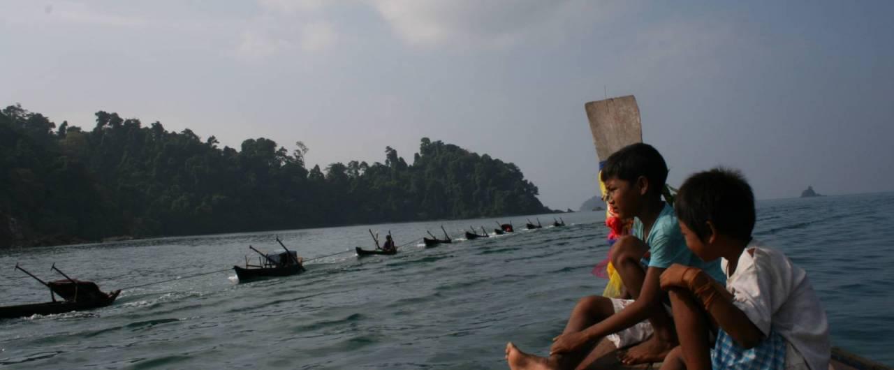 Chi sono i Moken? La storia difficile degli ultimi nomadi del mare