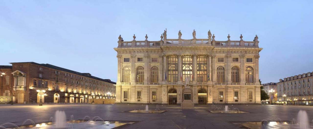 Salotti Dora Torino.Salotti D Italia Alla Scoperta Di Piazza Castello A Torino