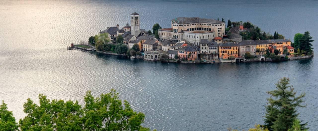 Weekend. Che cosa fare al lago d'Orta, tra isole e monasteri