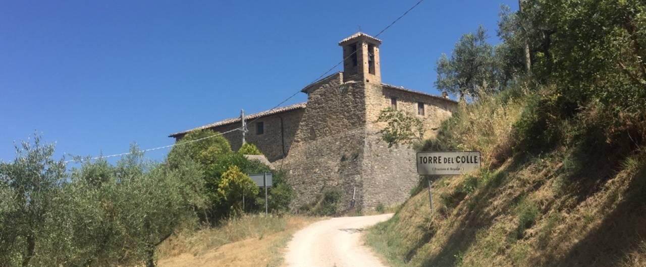 In Umbria, un borgo medievale rivive grazie a un ostello diffuso