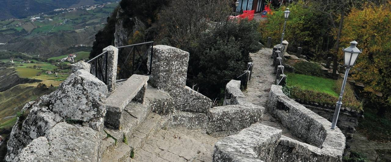 San Marino: a piedi attorno alla Rocca e al monte Titano