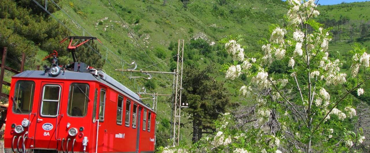 Riparte la storica ferrovia Genova-Casella