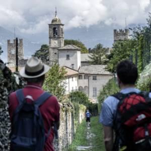 Il Sentiero del Viandante, in Lombardia: il primo cammino a essere certificato dal Touring